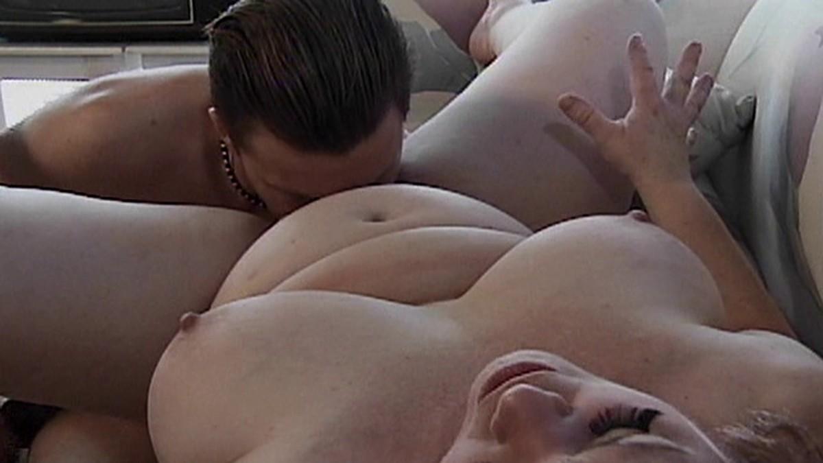 Парню водят членом и яйцами по лицу фото 502-953