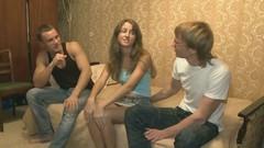 Парень попросил друга довести до бурного оргазма его телку