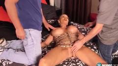 Грудастая сучка в чулках занимается интенсивным сексом с кавалером